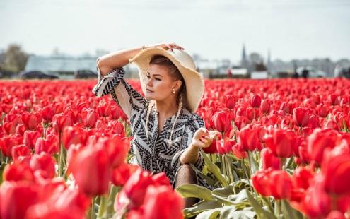 Photoshoot Tulip Tour Arielle Frioza